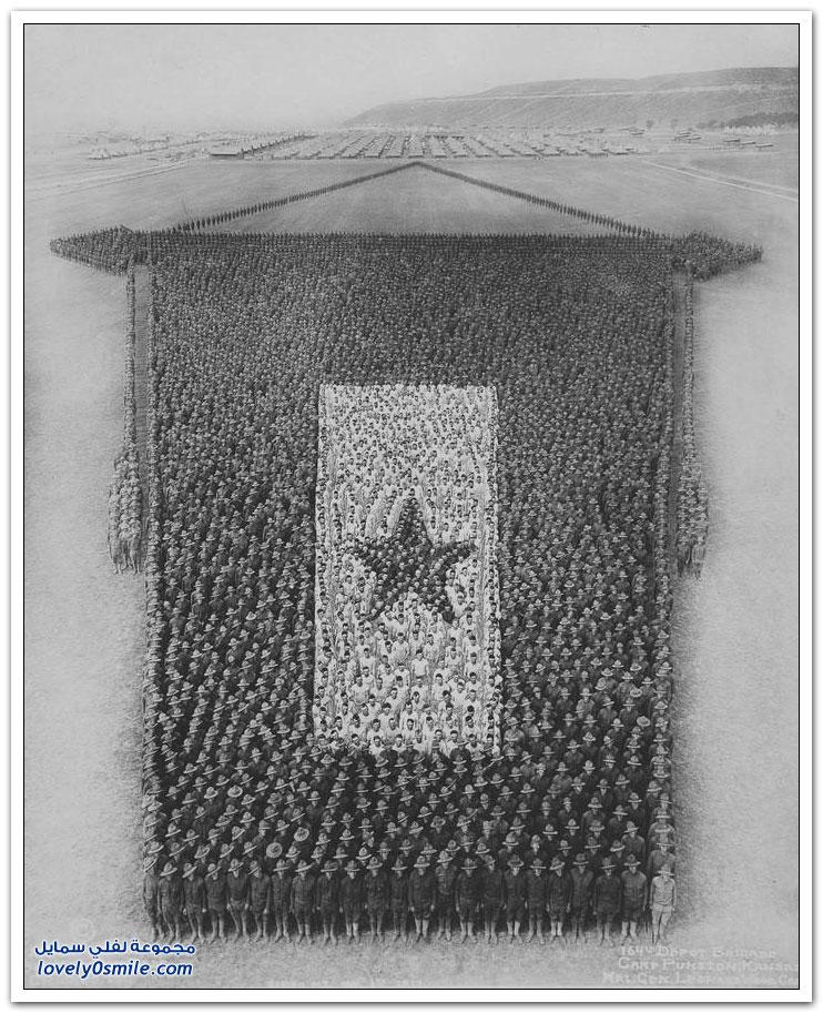 صور مُكونة من الجنود والضباط