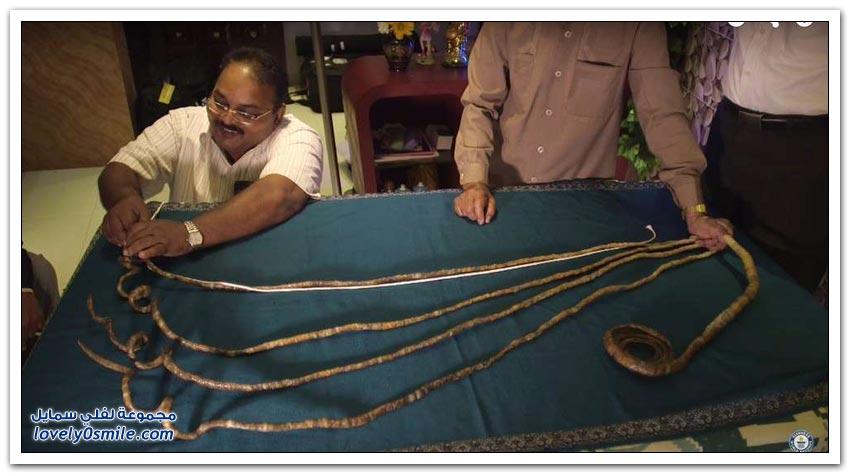 هندي صاحب أطول أظافر في العالم