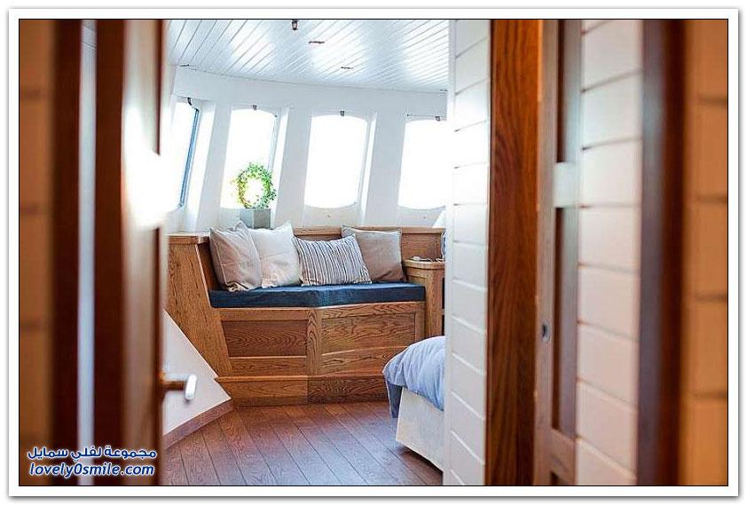 من سفينة قديمة إلى منزل عائم