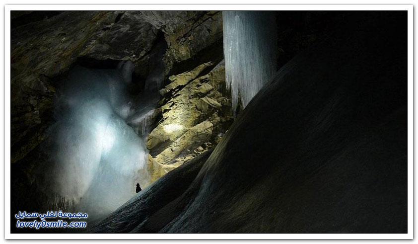 رحلة داخل كهوف جبال روكي الكندية