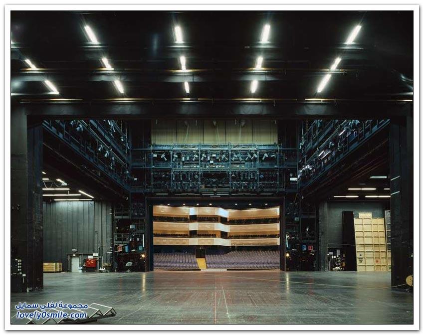 قاعات المسرح من الجهة الأخرى