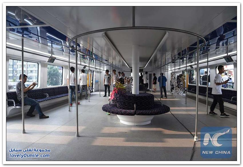 الصين تختبر أول حافلة عملاقة تمر فوق السيارات لمواجهة الزحام المروري