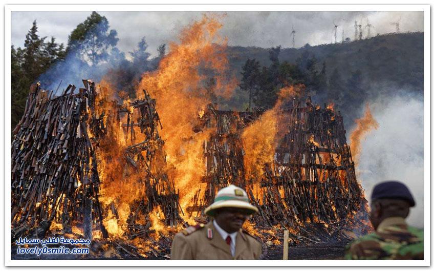 إحراق 5000 كلاشنكوف في كينيا