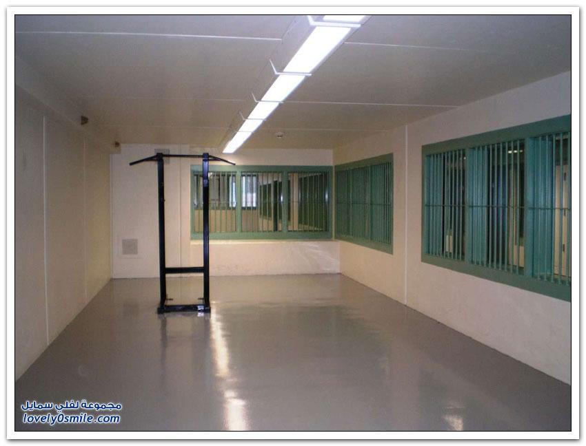 صور من داخل زنزانة إمبراطور المخدرات المكسيكي إل تشابو