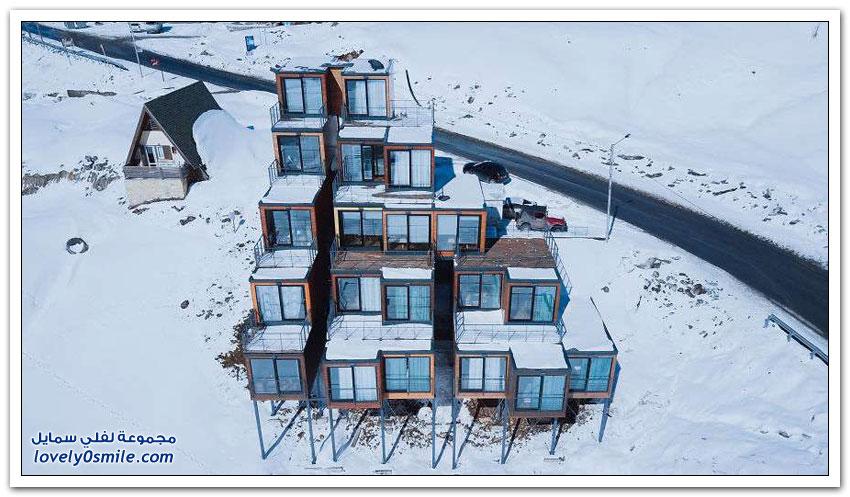 فندق في منتجع تزلج جورجي مبني من حاويات الشحن