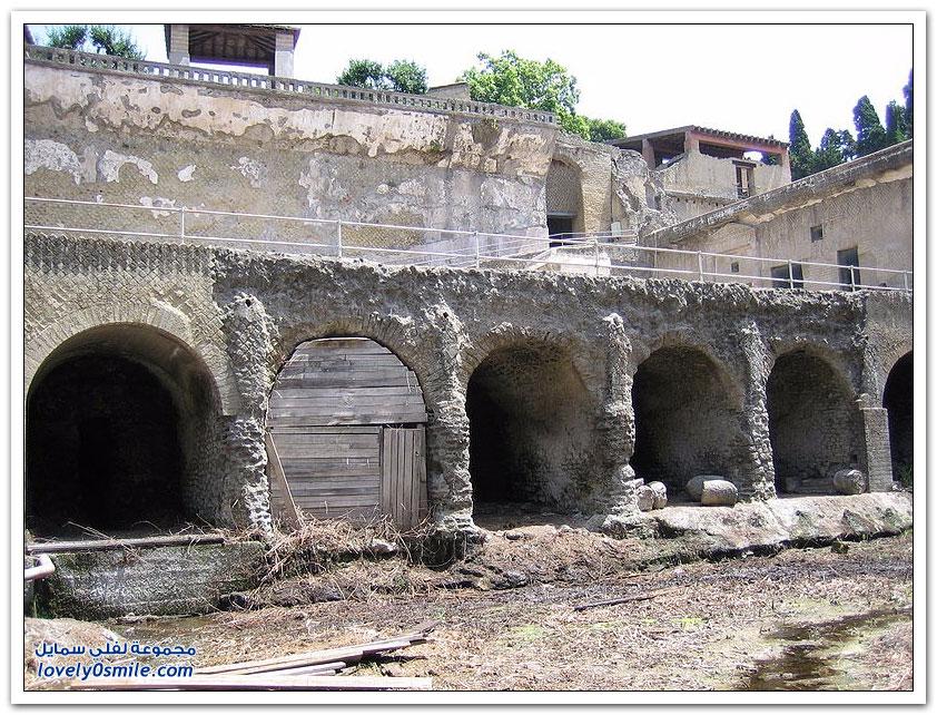 مدينة هيركيلانيوم الإيطالية