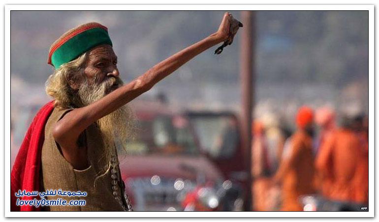 هندي يُبقي يده اليمنى مرفوعة لمدة 44 سنة