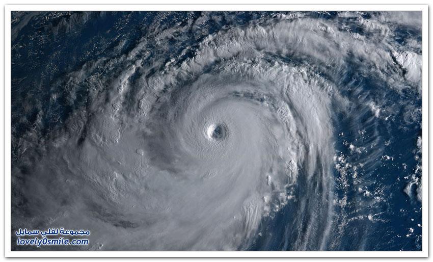 آثار إعصار مانكوت