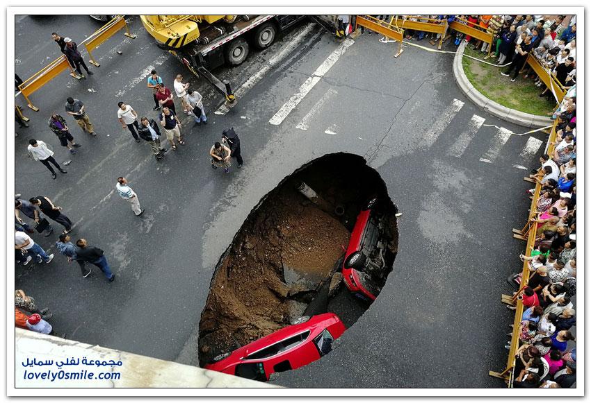 انهيارات أرضية وحُفر عميقة حول العالم