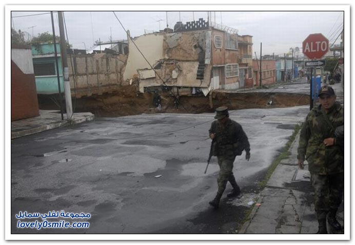 """صور: العاصفة """"أجاثا"""" تفتح حفرة عميقة في غواتيمالا"""