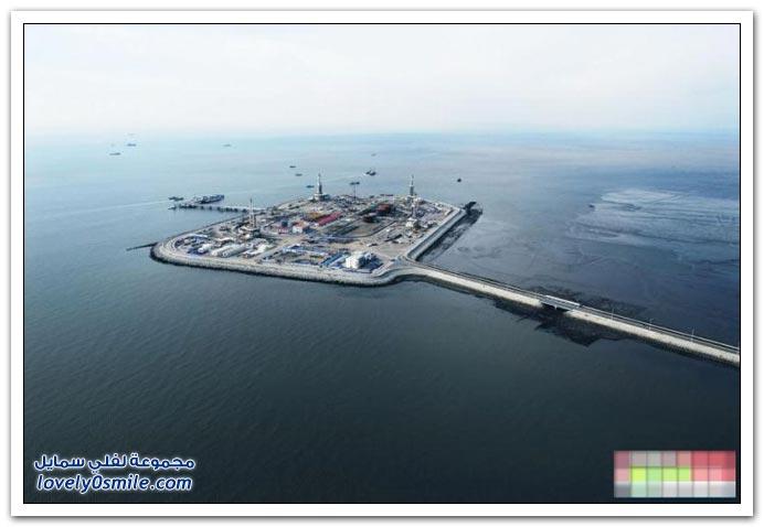 بناء محطة صناعية في وسط البحر