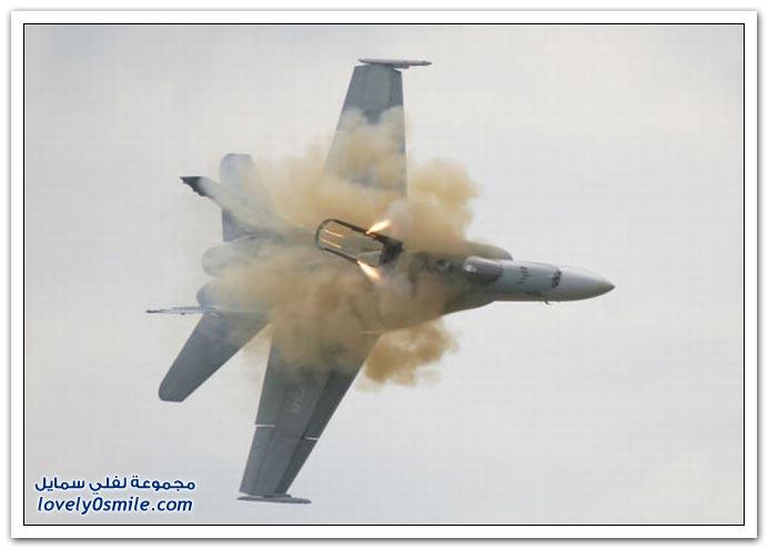 تحطم طائرة حربية كندية ونجاة قائد الطائرة