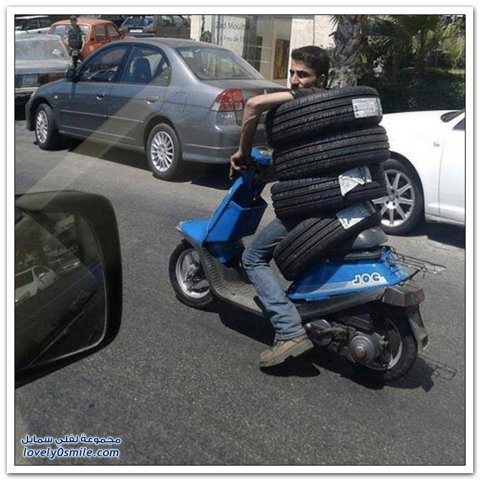 بعض الناس ممكن يحمل أي شيء وكل شيء فوق سيارته
