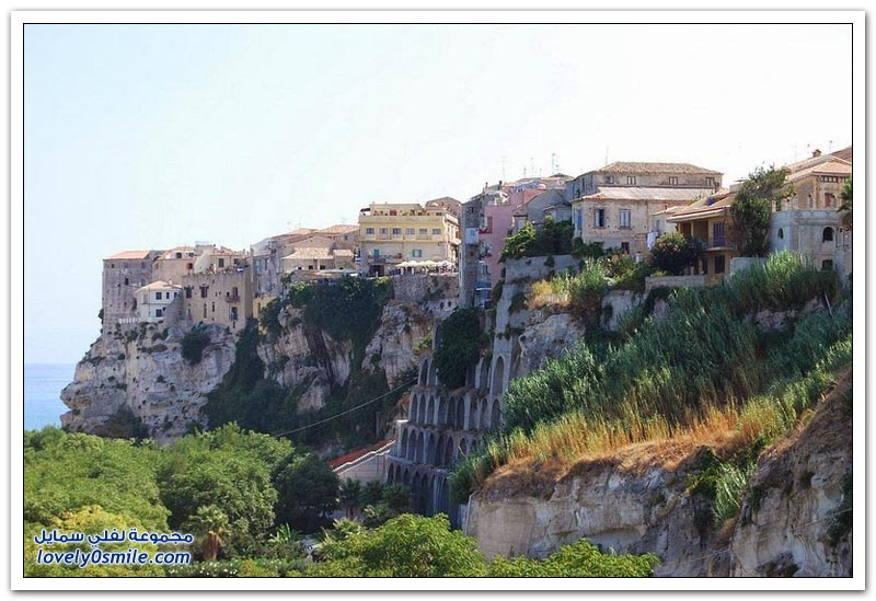 تروبيا مدينة الهدوء على حافة الصخور