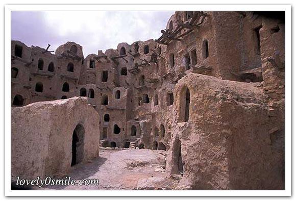 هذا القصر حوالي 900 سنة هو عبارة عن مبني دائري